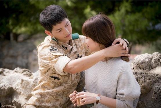 Yeu nhau, cap Song Hye Kyo - Song Joong Ki giau co co nao? hinh anh 2
