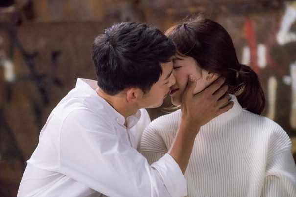 Yeu nhau, cap Song Hye Kyo - Song Joong Ki giau co co nao? hinh anh 3