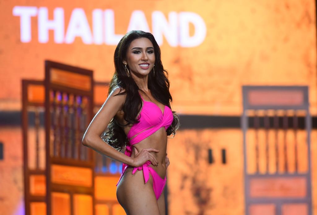 Huyen My va nguoi dep Hoa hau Hoa binh 2017 nong bong voi bikini hinh anh 4