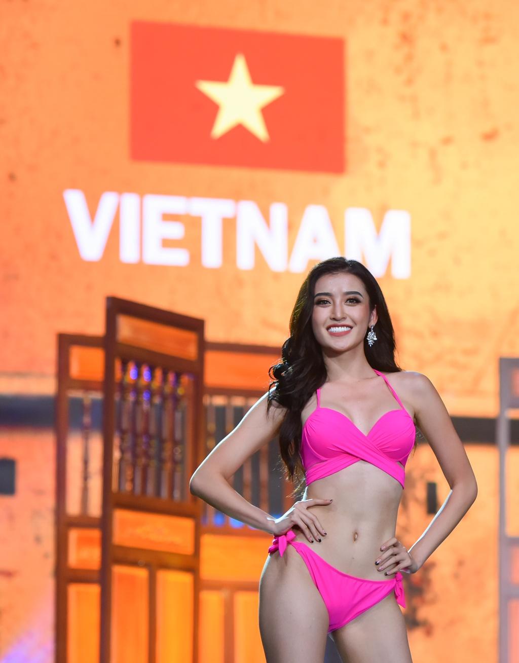 Huyen My va nguoi dep Hoa hau Hoa binh 2017 nong bong voi bikini hinh anh 2