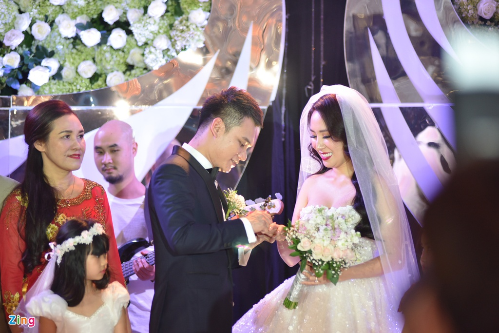 Hong Que, Tuan Hung du tiec cuoi ngot ngao cua Khac Viet va vo DJ hinh anh 7