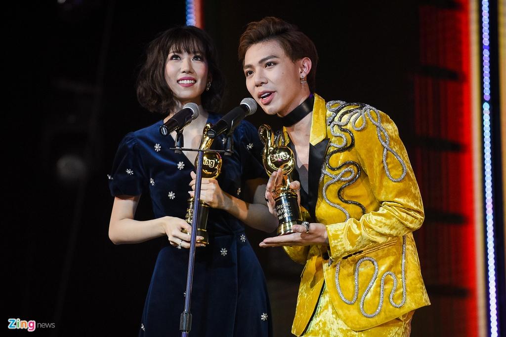 Huong Tram lap cu dup giai thuong tai Zing Music Awards 2017 hinh anh 5