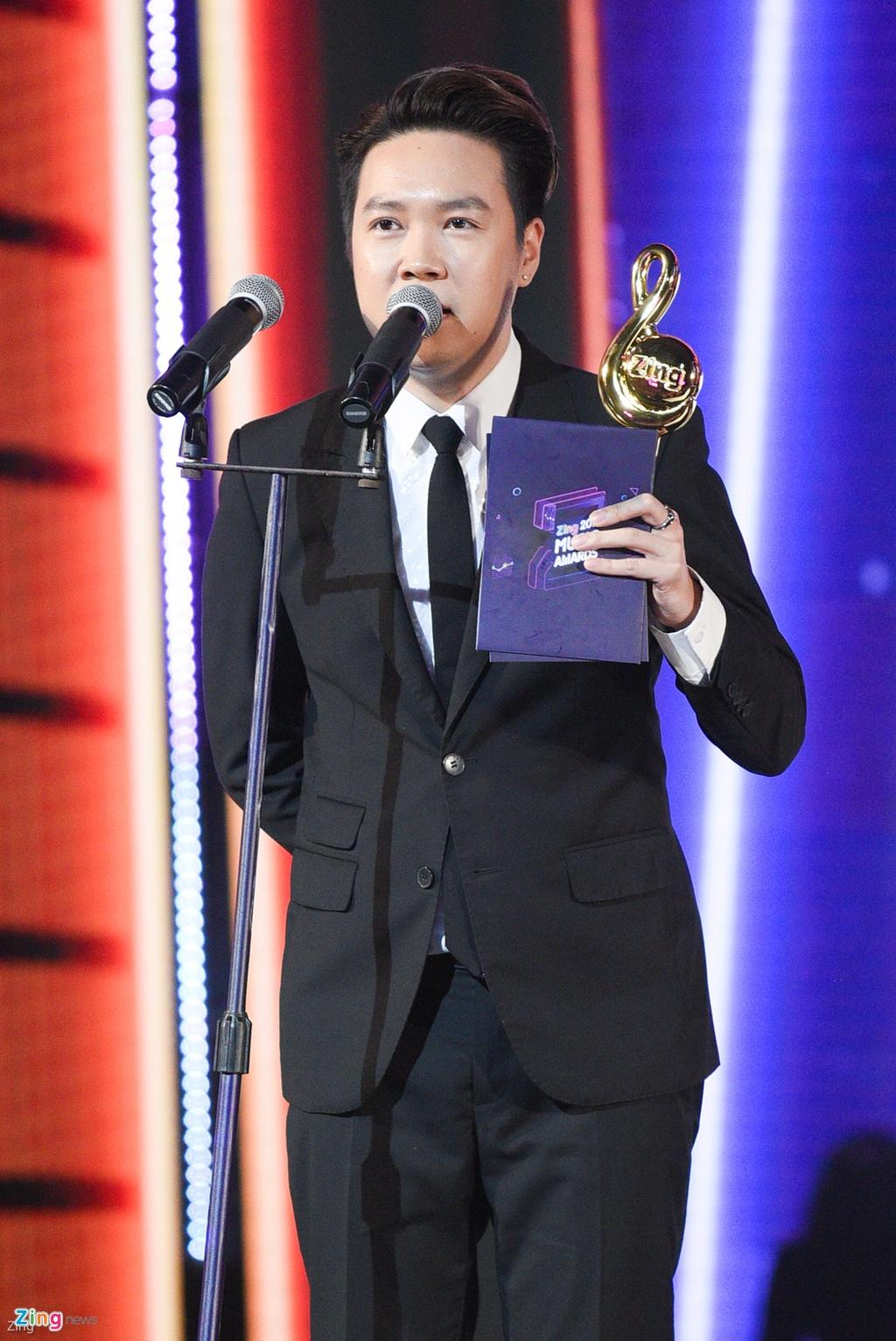 Huong Tram lap cu dup giai thuong tai Zing Music Awards 2017 hinh anh 11
