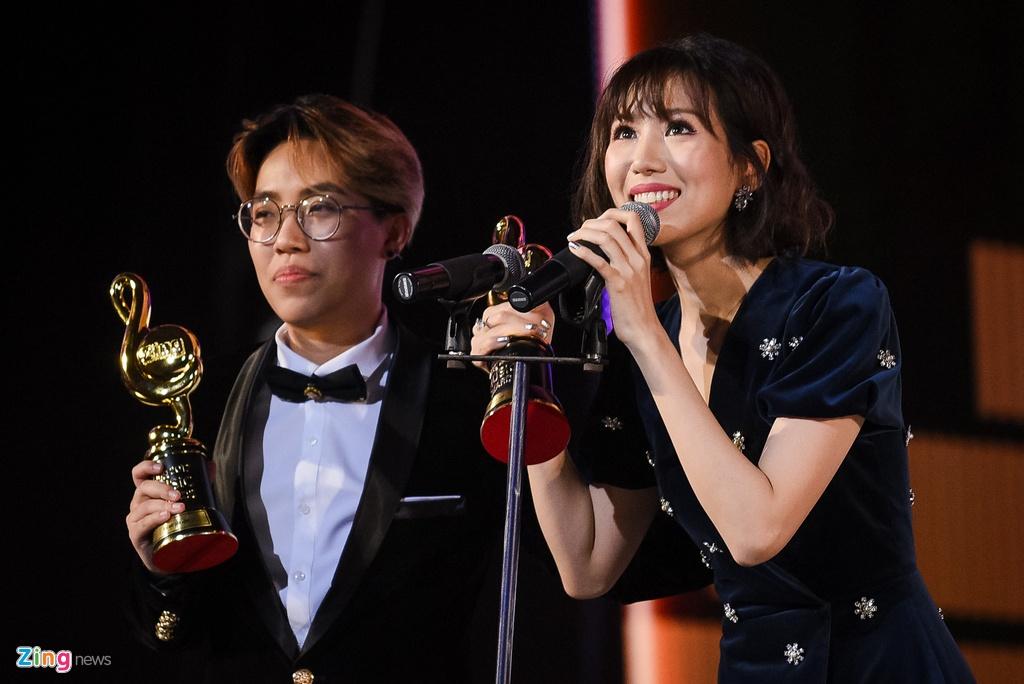 Huong Tram lap cu dup giai thuong tai Zing Music Awards 2017 hinh anh 3
