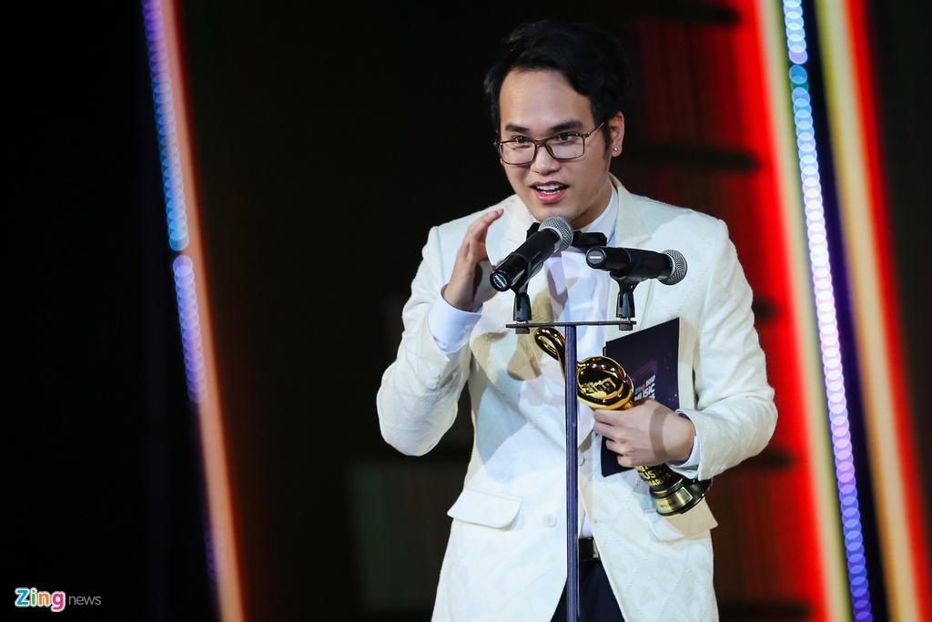 Huong Tram lap cu dup giai thuong tai Zing Music Awards 2017 hinh anh 6