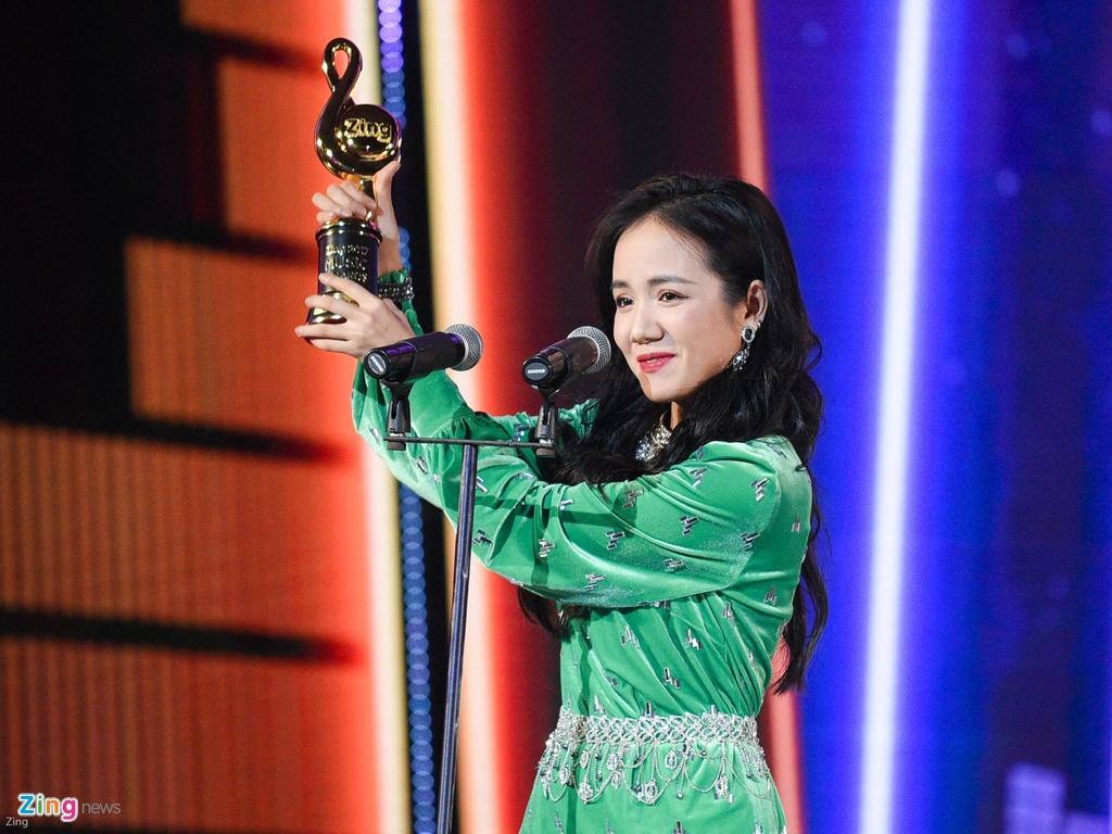 Huong Tram lap cu dup giai thuong tai Zing Music Awards 2017 hinh anh 9