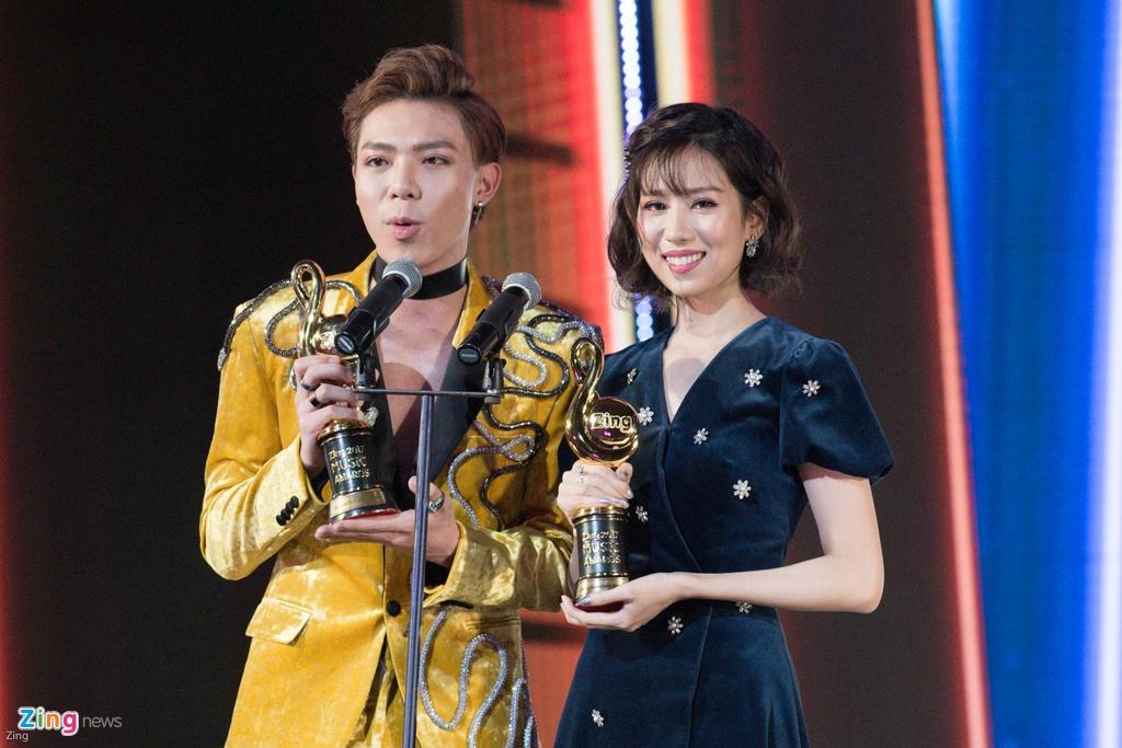 Huong Tram lap cu dup giai thuong tai Zing Music Awards 2017 hinh anh 4