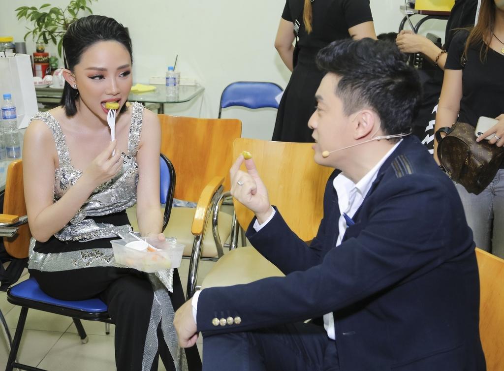 Thu Phuong khoe kieu toc noi loan, Toc Tien mac kin ghi hinh The Voice hinh anh 5