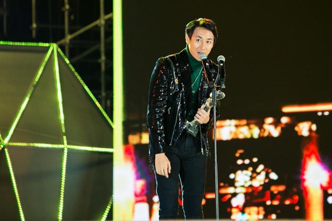 Rocker Nguyen: Co ban hit, giai thuong am nhac hinh anh 1