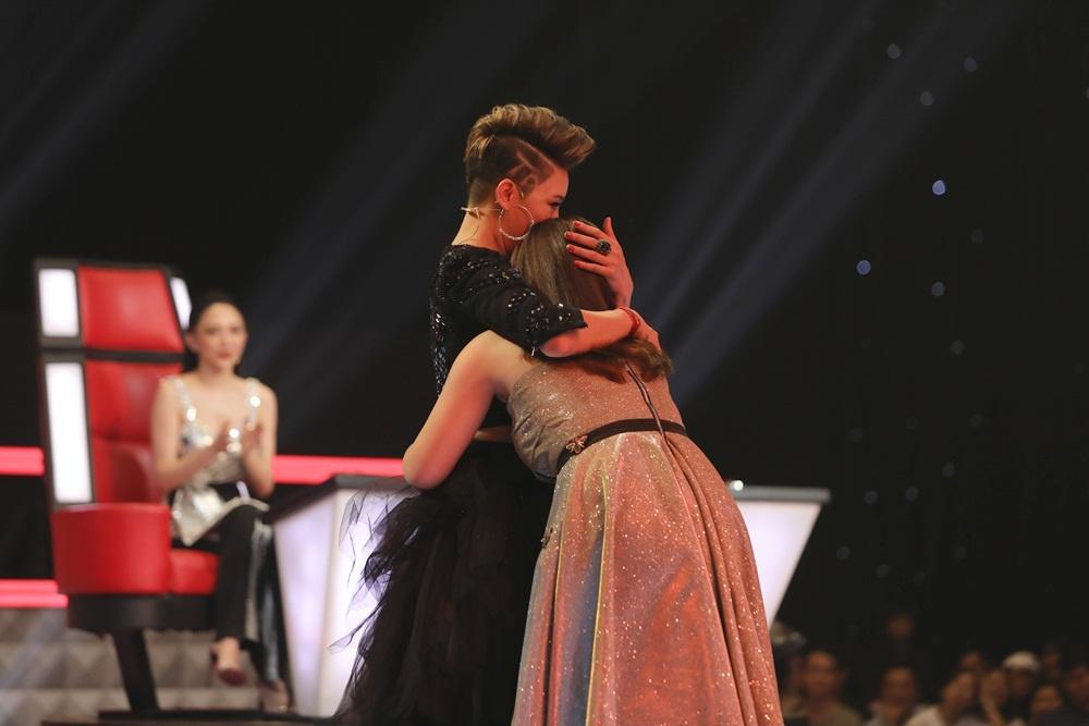 Hot girl 20 tuoi The Voice: 'Khong thich bi goi la ban sao Huong Tram' hinh anh 3
