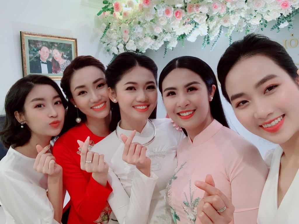 Ban trai CEO lich lam trong le an hoi voi A hau Thanh Tu hinh anh 14