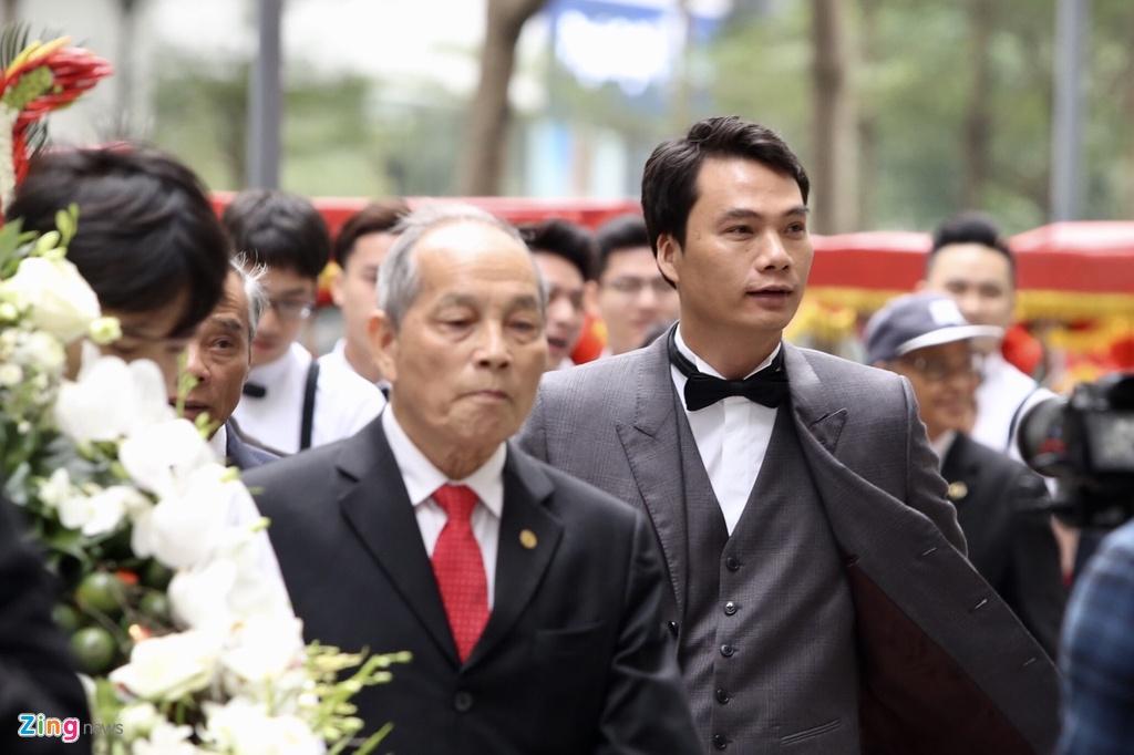 Ban trai CEO lich lam trong le an hoi voi A hau Thanh Tu hinh anh 3