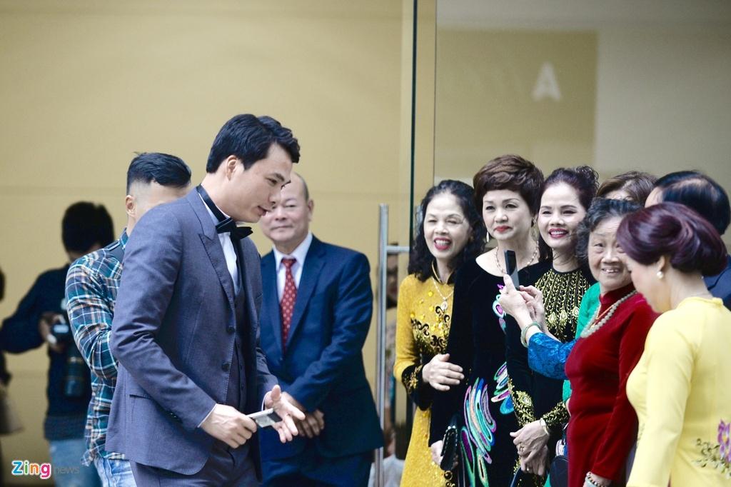 Ban trai CEO lich lam trong le an hoi voi A hau Thanh Tu hinh anh 4