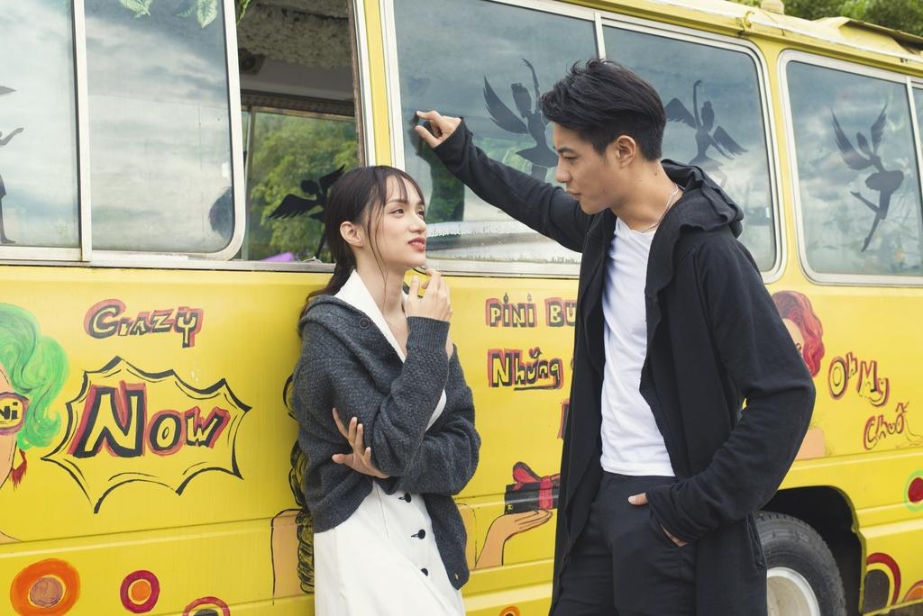 Hoa hau Chuyen gioi Huong Giang - 6 nam ca hat mo nhat moi co hit hinh anh 2