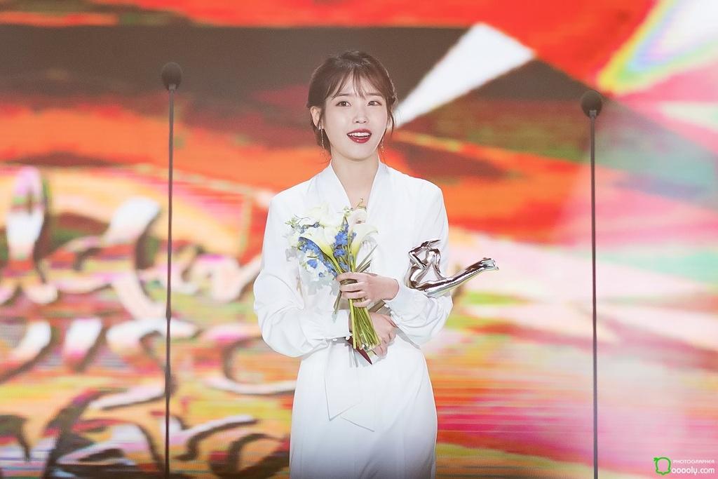 BTS, Twice dung dau Top nghe si xuat sac nhat Kpop 2018 hinh anh 3