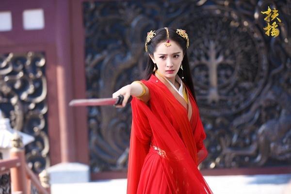 Duong Mich gap 'dai han': On ao quyt tien tu thien, ly hon Luu Khai Uy hinh anh 2
