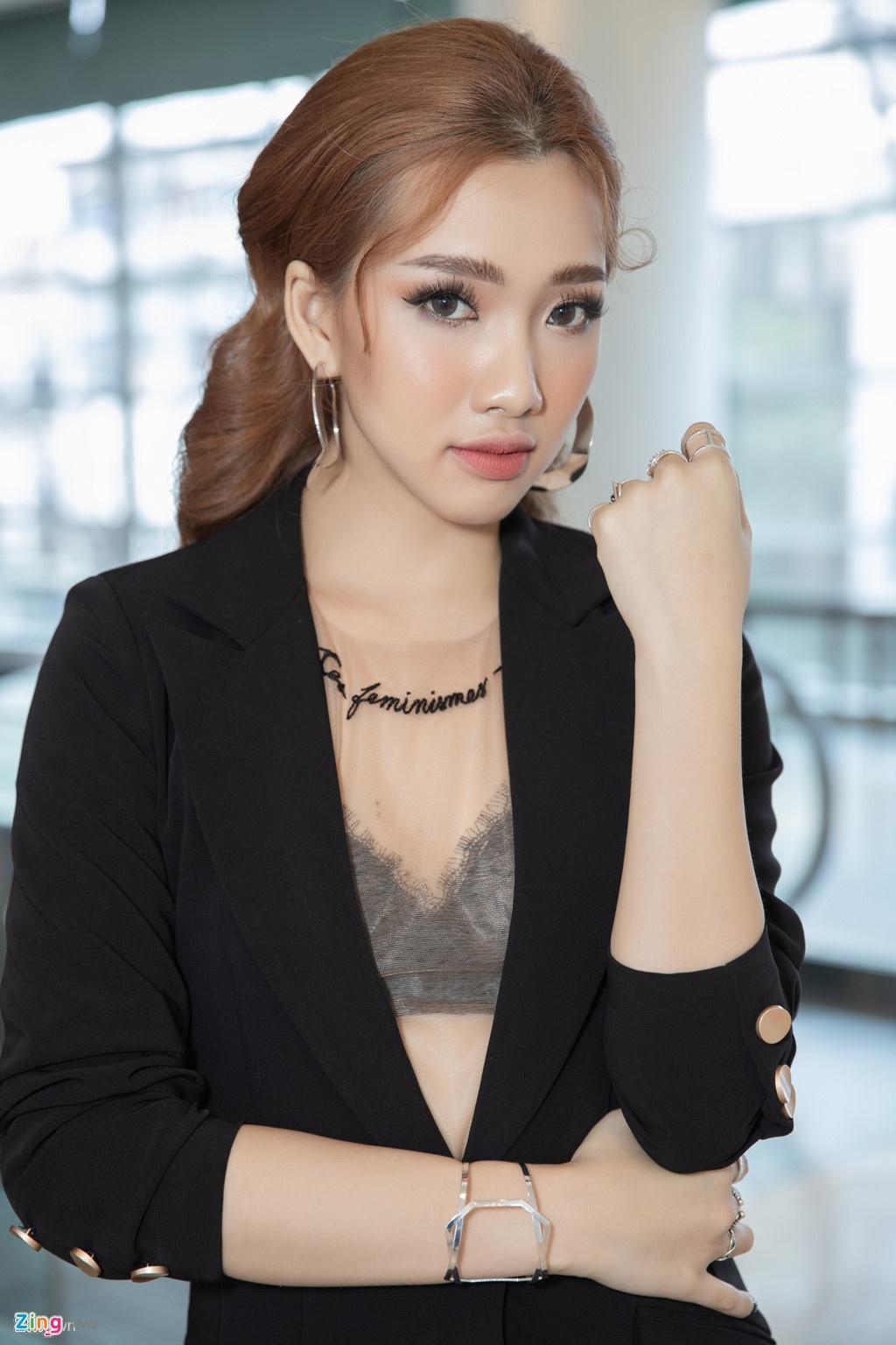 Hot girl Viet ra mat tai Kpop: 'Dau long khi doc binh luan che bai' hinh anh 2