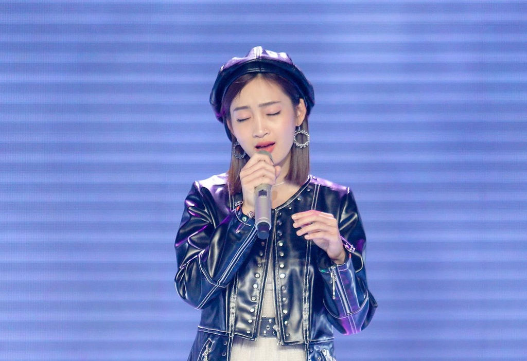 Ho Hoai Anh quyet uu ai hot girl The Voice bat chap the gioi quay lung hinh anh 1