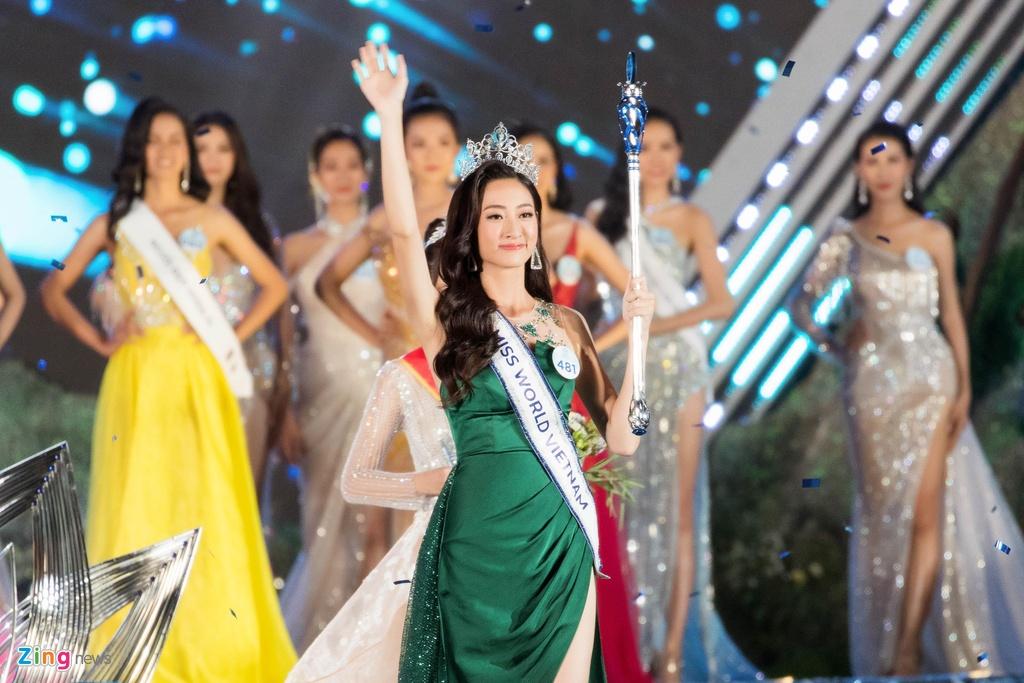 Phút đăng quang của Hoa hậu Lương Thùy Linh
