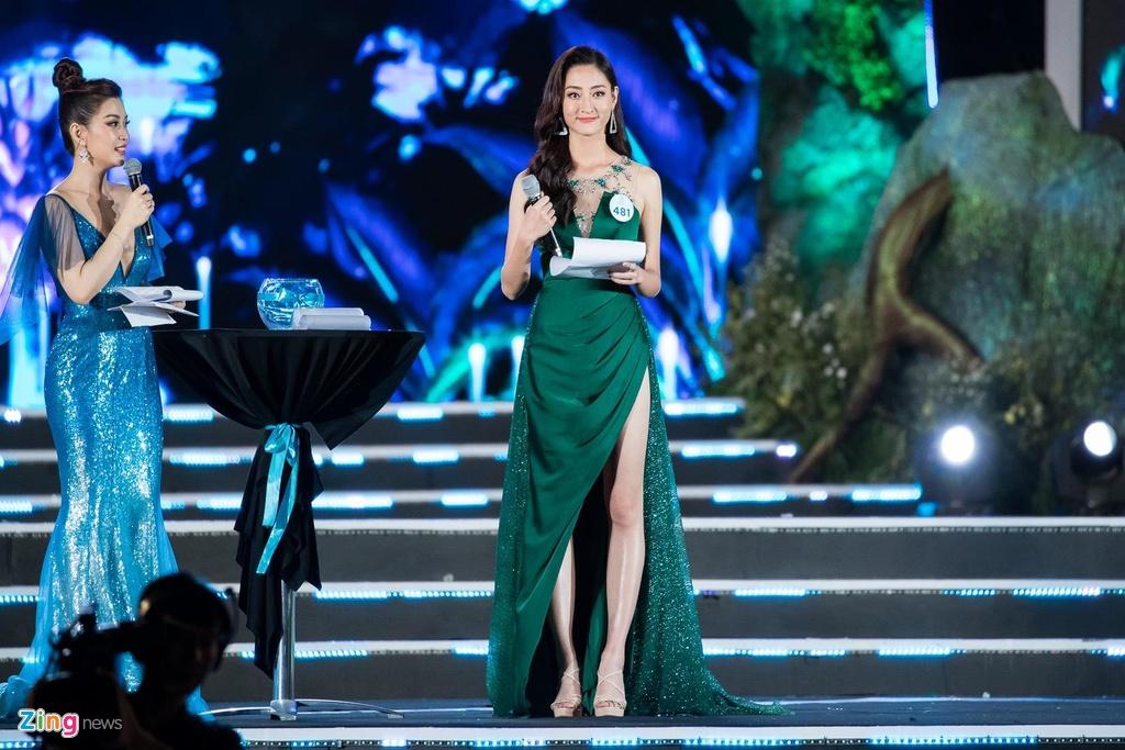 Khoanh khac dang quang cua Hoa hau 10X Luong Thuy Linh hinh anh 3