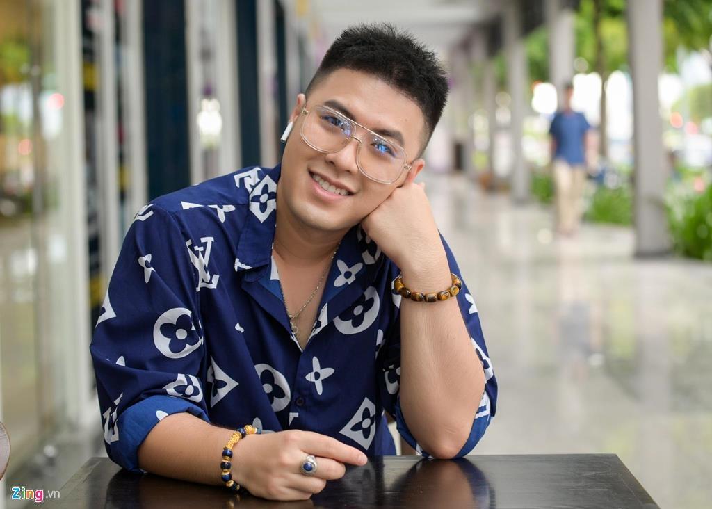 Akira Phan: 'Bi che beo nhu heo, toi hut mo toan than suot 12 tieng' hinh anh 1