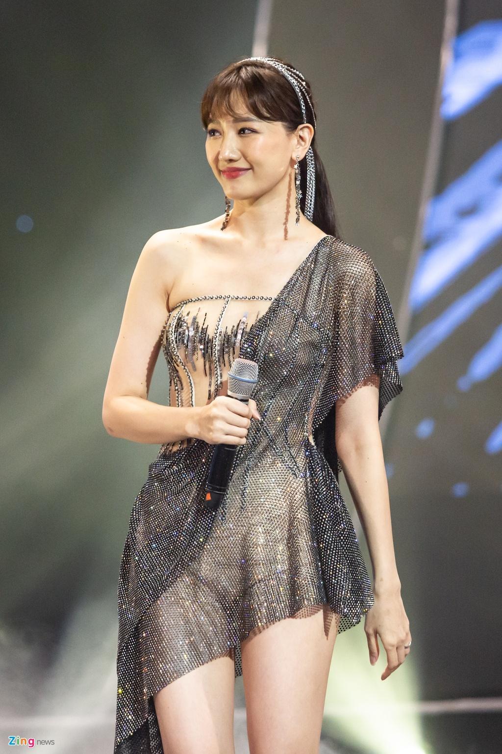Tran Thanh cam hoa, cung dan sao hat 'Sau tat ca' tang Hari Won hinh anh 4