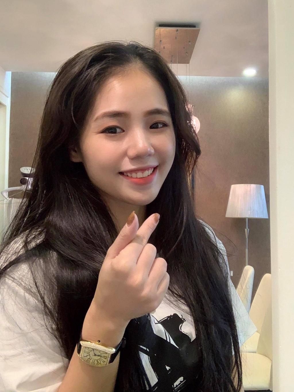 Huong Ly - tam diem thi phi moi cua showbiz Viet hinh anh 2