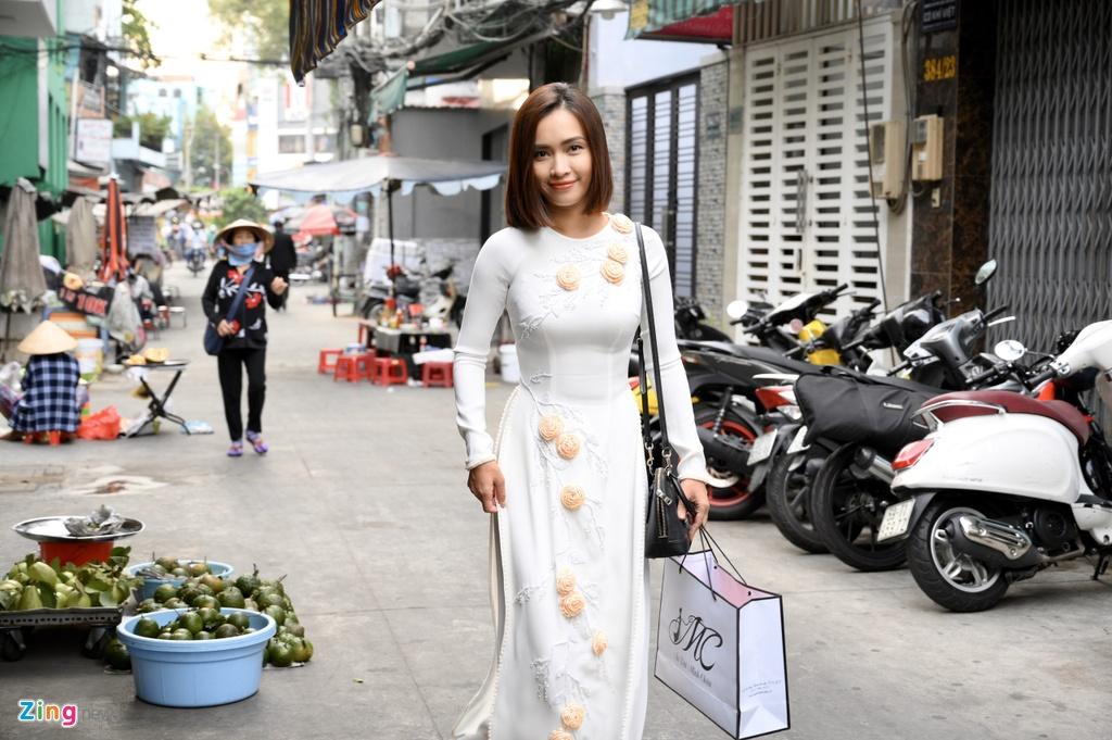 Chong nguoi My hon Hoang Oanh trong le ruoc dau hinh anh 1