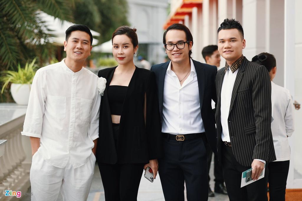 Nha Phuong va dan sao mac goi cam du cuoi Dong Nhi, Ong Cao Thang hinh anh 15