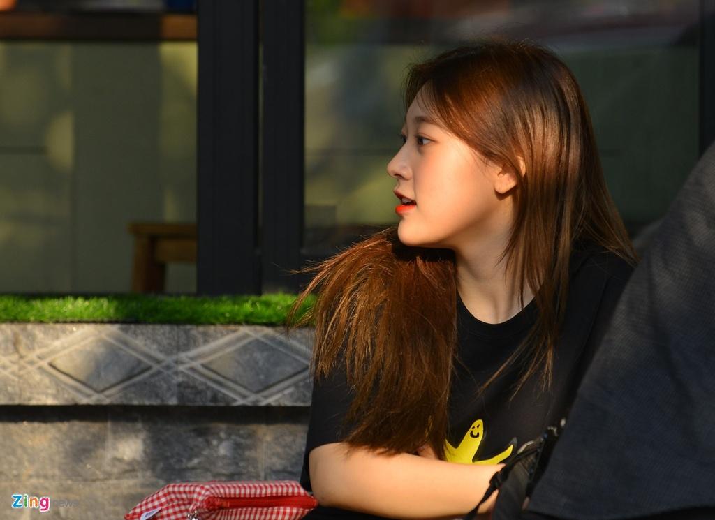 Dan my nu Kpop dien ao ho eo, dao choi Ha Noi hinh anh 6