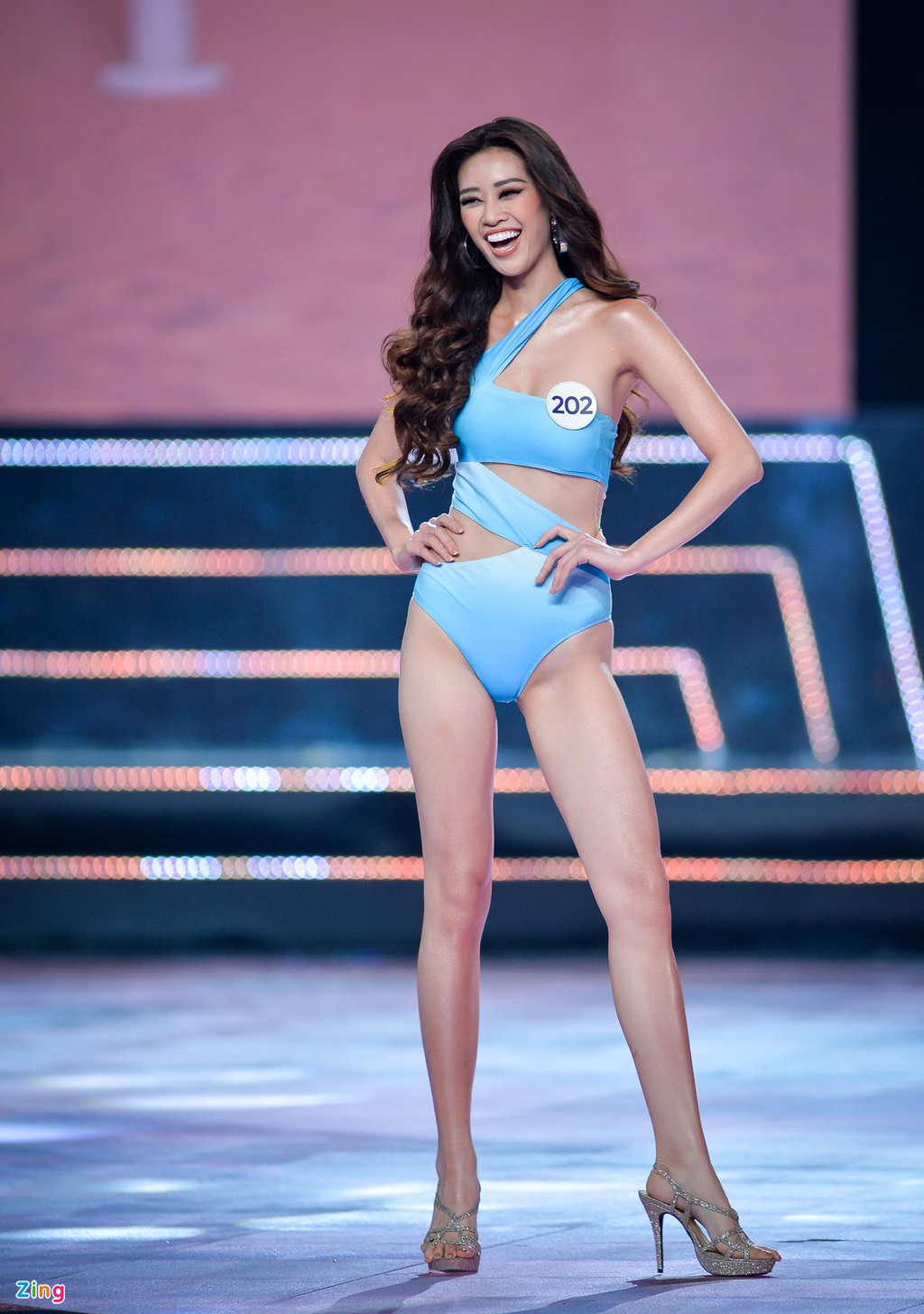 Dan thi sinh Hoa hau Hoan vu goi cam voi bikini hinh anh 11