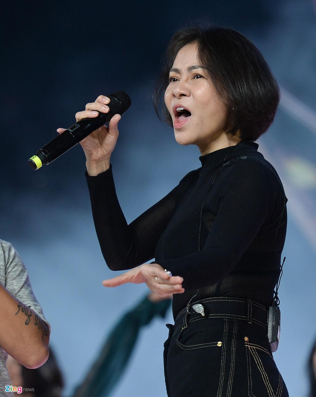 Tran Thanh choc cuoi thi sinh Hoa hau Hoan vu Viet Nam hinh anh 5