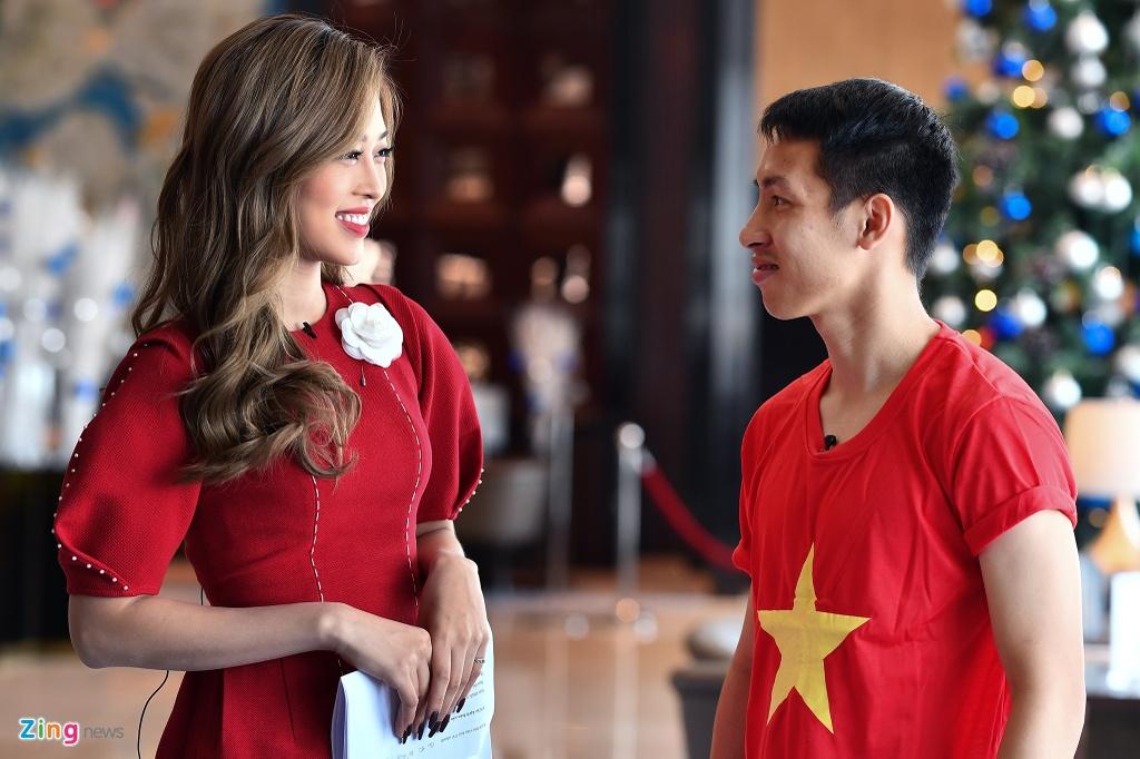 Hung Dung va A hau Phuong Nga vui ve tro chuyen ve SEA Games hinh anh 1