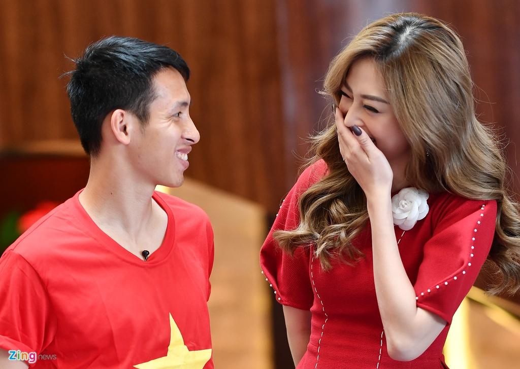 Hung Dung va A hau Phuong Nga vui ve tro chuyen ve SEA Games hinh anh 3