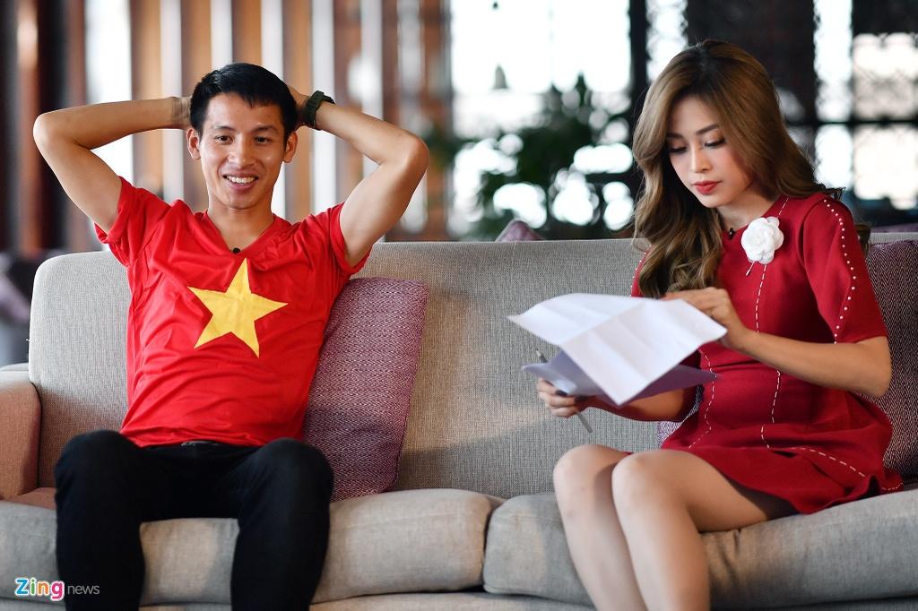 Hung Dung va A hau Phuong Nga vui ve tro chuyen ve SEA Games hinh anh 2