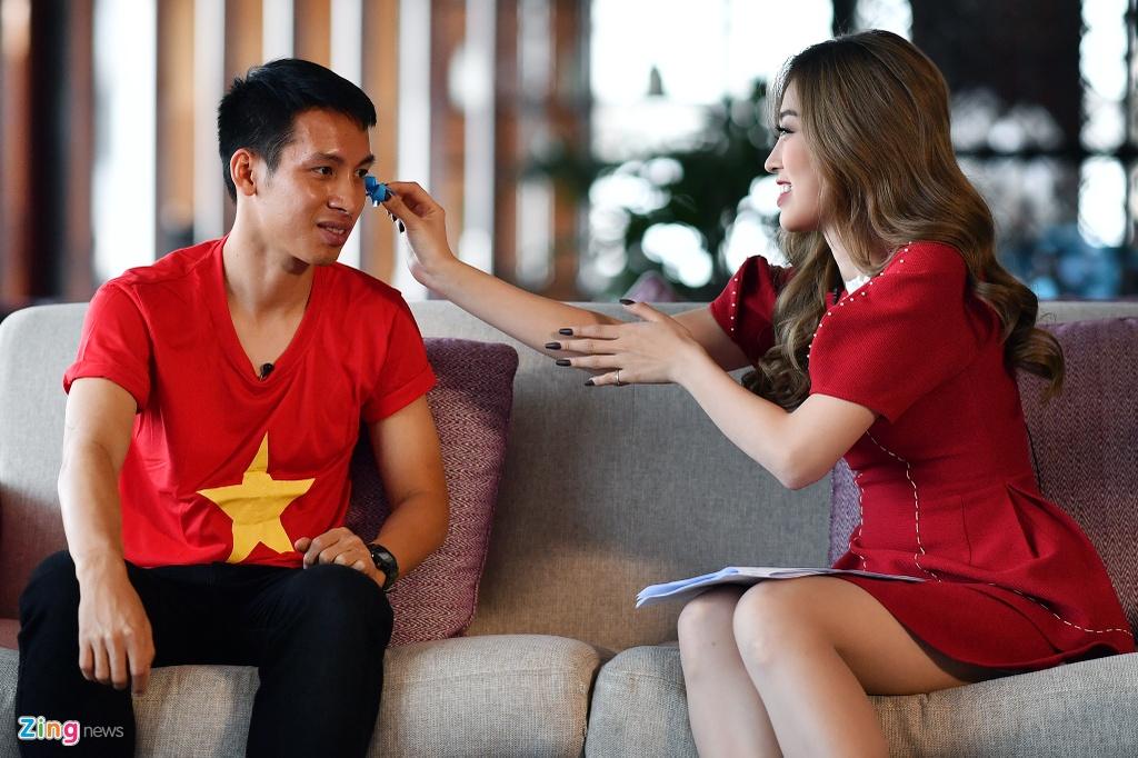Hung Dung va A hau Phuong Nga vui ve tro chuyen ve SEA Games hinh anh 4