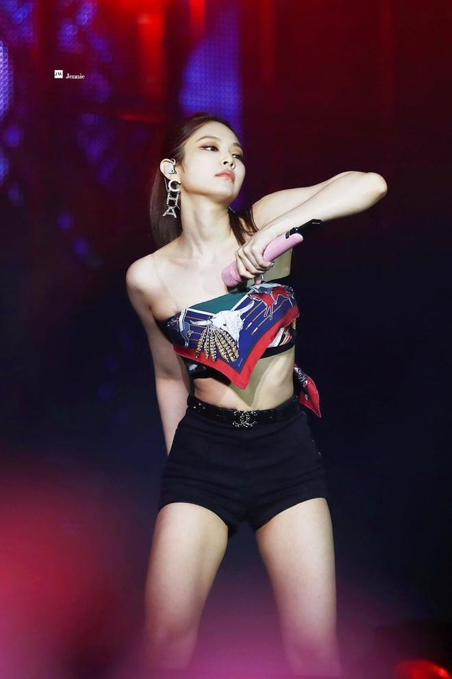 'Cong chua YG' Jennie va nhung lan gay tranh cai vi phong cach sexy hinh anh 12 large.jpg