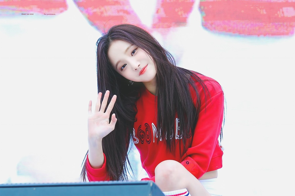 Yeon Woo bi loai khoi momoland anh 2
