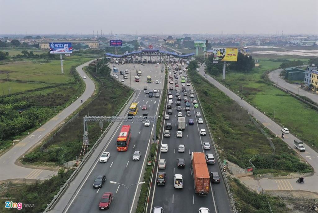 Hàng nghìn ôtô xếp hàng rời thủ đô ngày 28 Tết