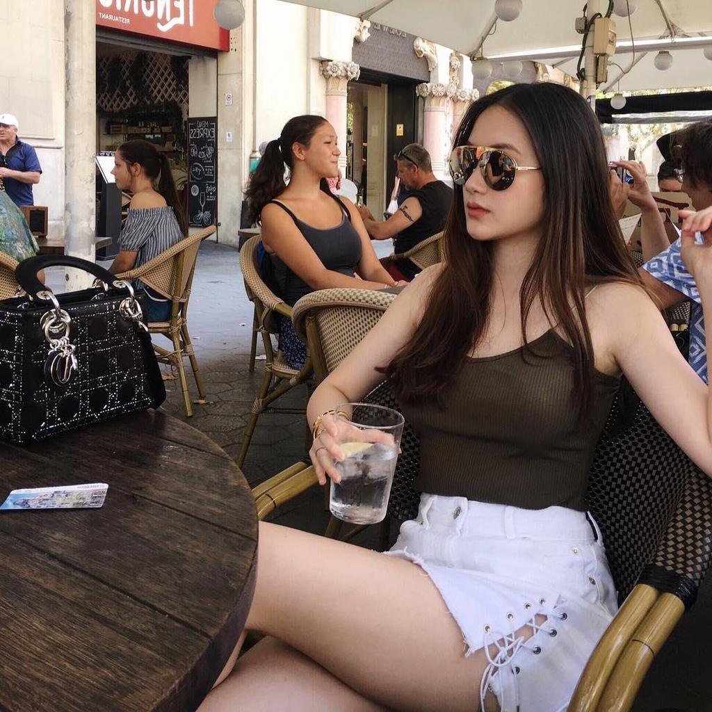 Ngam hinh check-in du lich sang chanh cua hot girl Lao goc Viet hinh anh 13