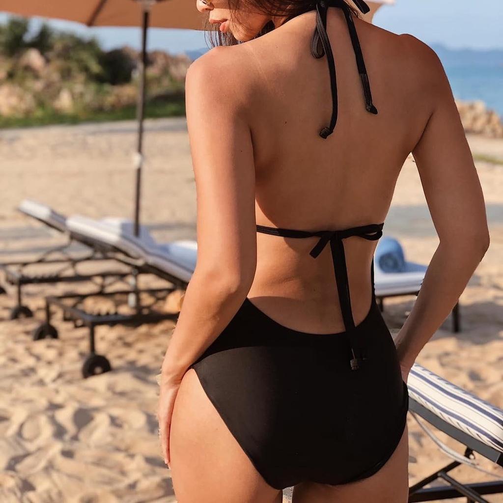 Hoc Jun Vu, Chi Pu cach tao dang voi bikini khi di du lich bien hinh anh 2