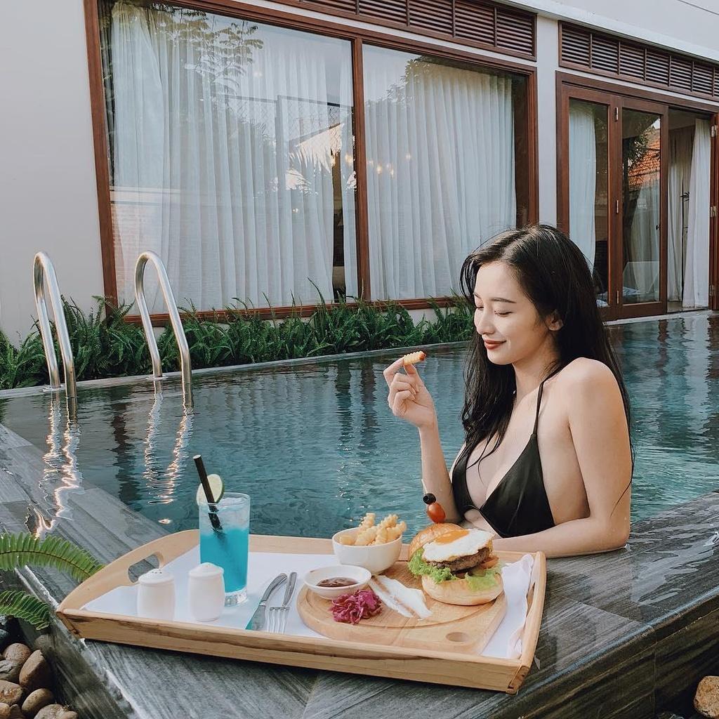 Hoc Jun Vu, Chi Pu cach tao dang voi bikini khi di du lich bien hinh anh 5