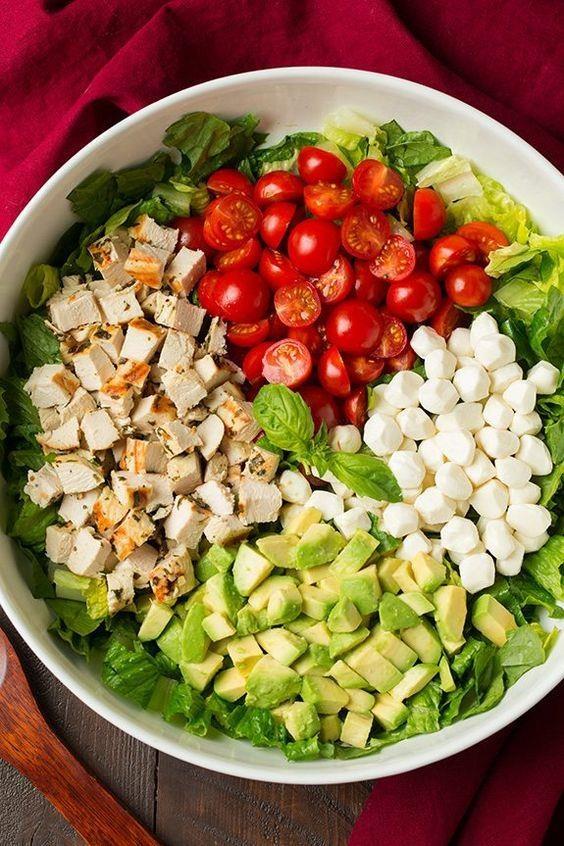 Salad bo tron ca chua, trung ga cho hoi chi em an sach, song khoe hinh anh 5