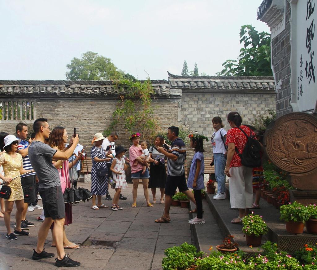 Xep hang dai cho luot check-in o Phuong Hoang co tran hinh anh 1