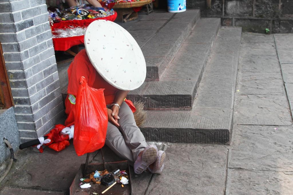 Xep hang dai cho luot check-in o Phuong Hoang co tran hinh anh 5