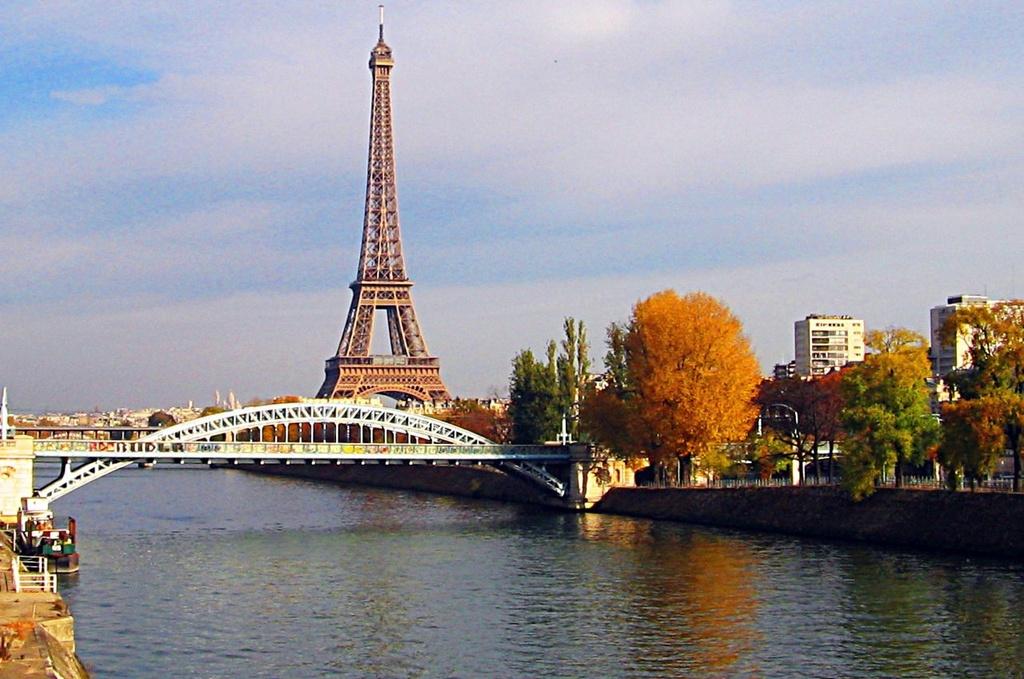 Bâng khuâng hoàng hôn: Du thuyền dọc sông Seine khám phá nước Pháp thơ mộng
