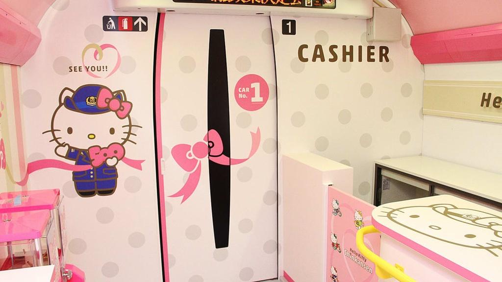 Ben trong tau Hello Kitty ngo nghinh o Nhat Ban hinh anh 9