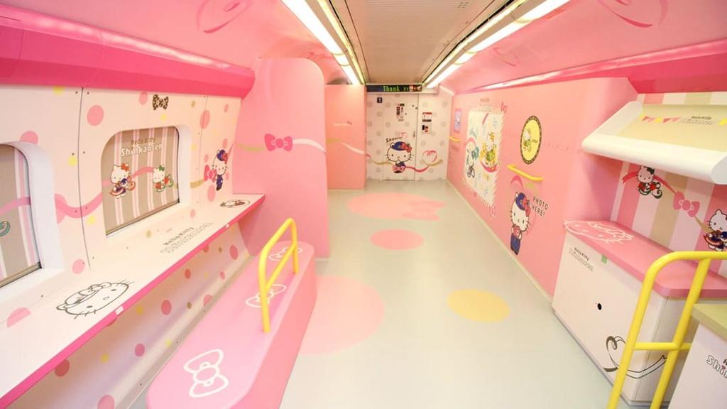 Ben trong tau Hello Kitty ngo nghinh o Nhat Ban hinh anh 7