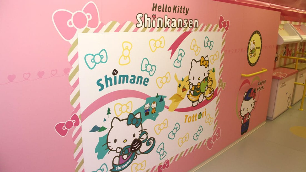 tau Hello Kitty anh 6