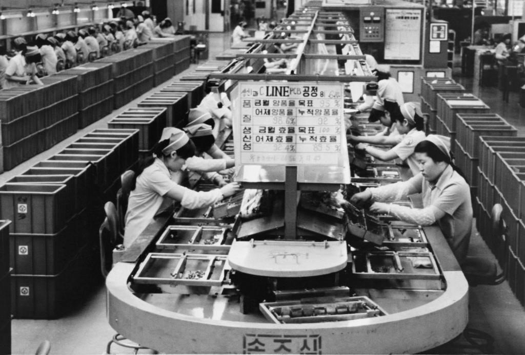 'Samsung Rising': Quyen luc va su troi day cua gia toc Lee hinh anh 2 merlin.jpg
